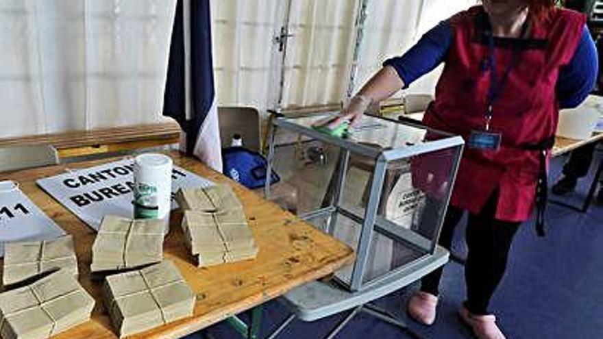 França celebra avui municipals amb el temor d'una participació molt baixa