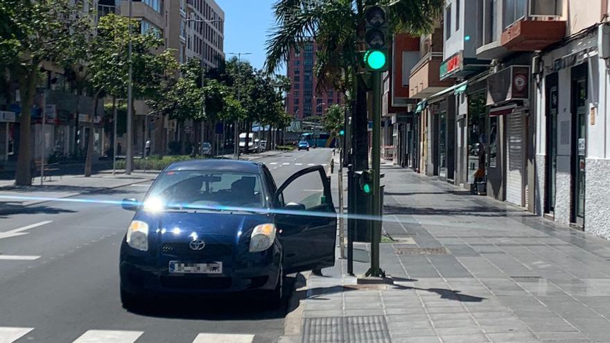 Tráfico instala en Venegas los semáforos 'al revés' para la MetroGuagua