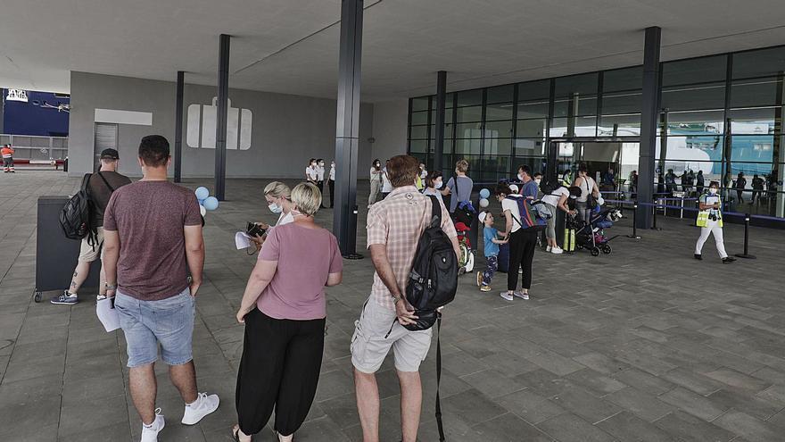 El número de pasajeros en el puerto de Palma baja un 30%