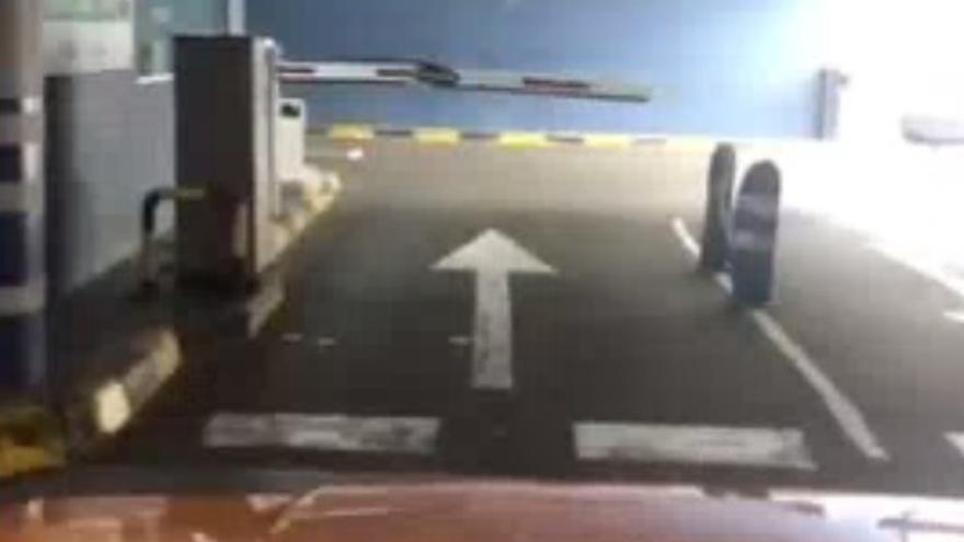 Revienta la valla del parking en Las Palmas de Gran Canaria al no poder pagar con tarjeta