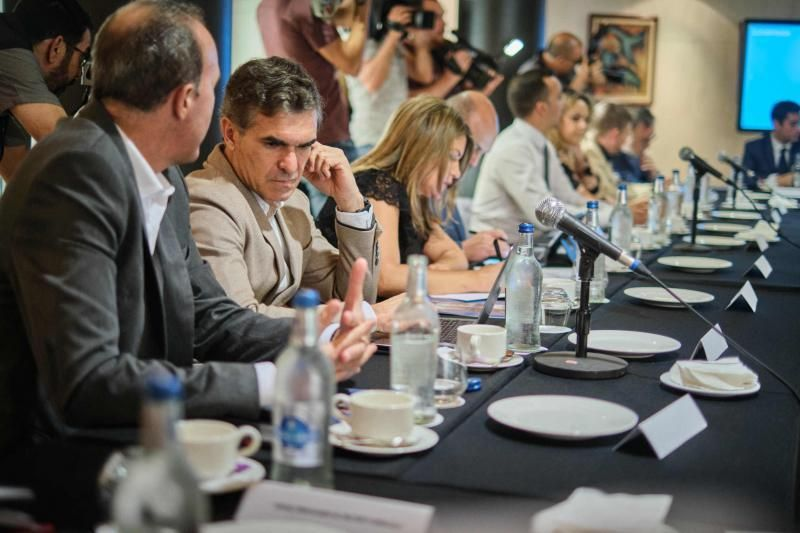 La consejera de Turismo del Gobierno de Canarias, Yaiza Castilla, preside la reunión del Consejo de Turismo, en la que cabildos, ayuntamientos y sector turístico abordarán la repercusión que ha tenido la epidemia de coronavirus sobre la actividad y decidirán qué tipo de actuaciones se coordinarán para aminorar sus efectos negativos  | 03/03/2020 | Fotógrafo: Andrés Gutiérrez Taberne