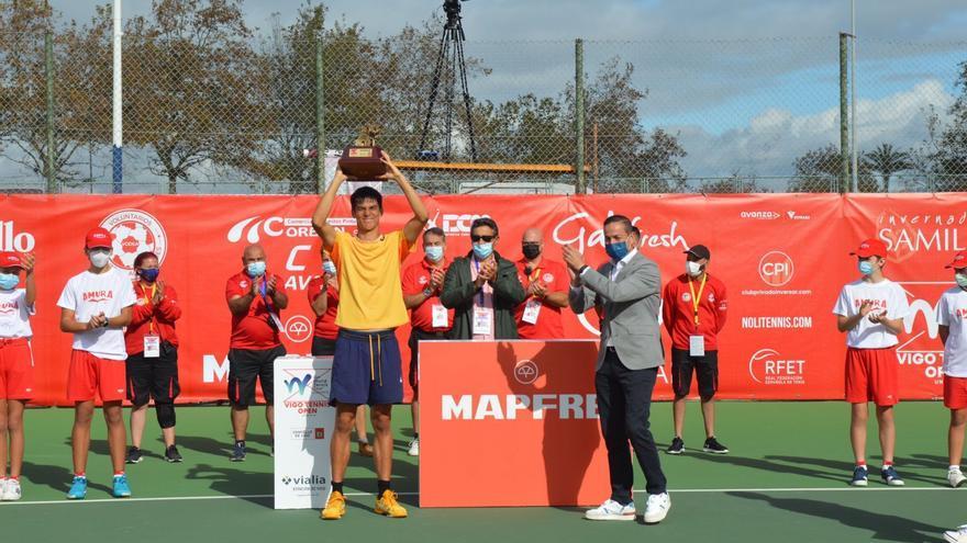 Philip Sekulic venció a Martín Landaluce y firmó el doblete en el Vigo Tennis Open
