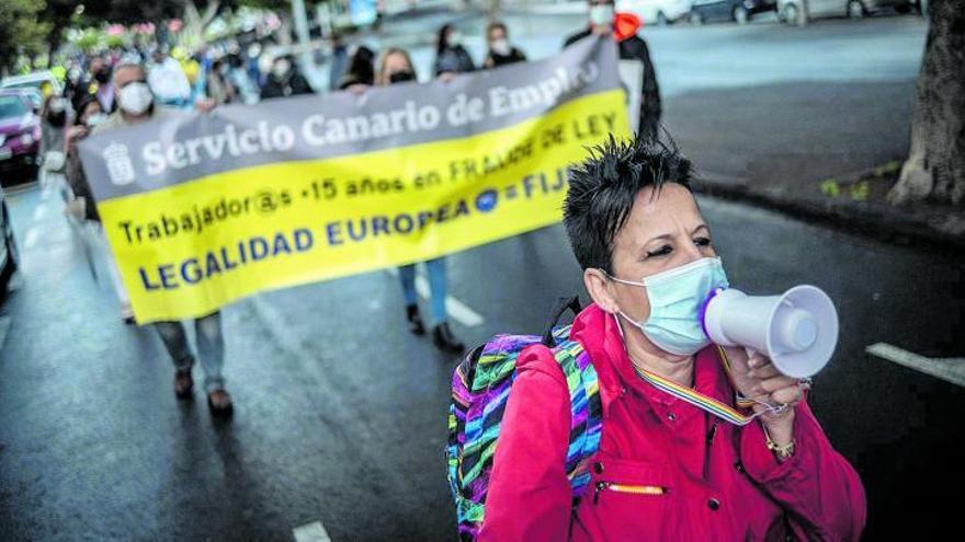 Los interinos canarios denuncian la inacción del Gobierno ante Bruselas