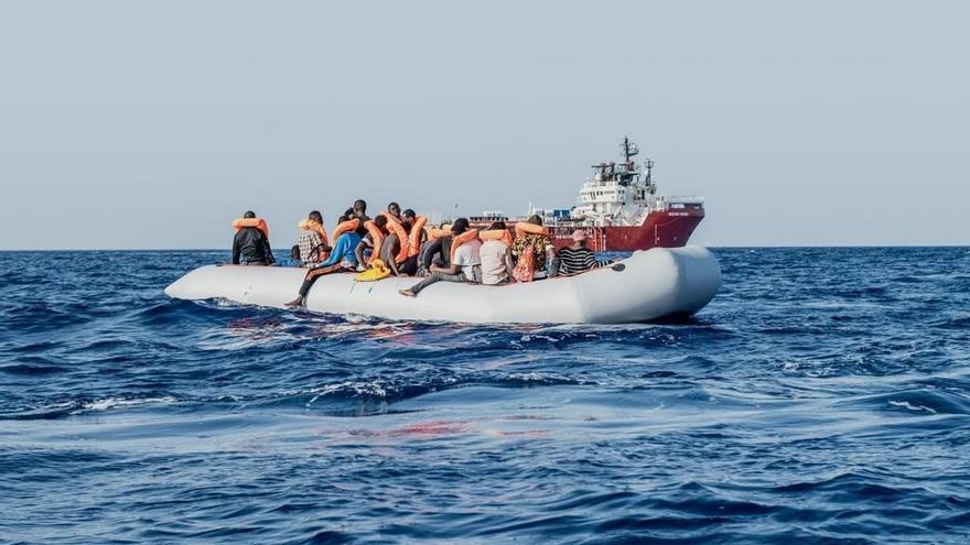 El 'Ocean Viking' rescata a casi 200 migrantes en la costa de Libia