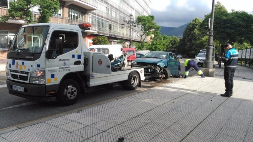 Oviedo castiga a los conductores incívicos: Cuatro de cada diez multas de Tráfico son por aparcar mal