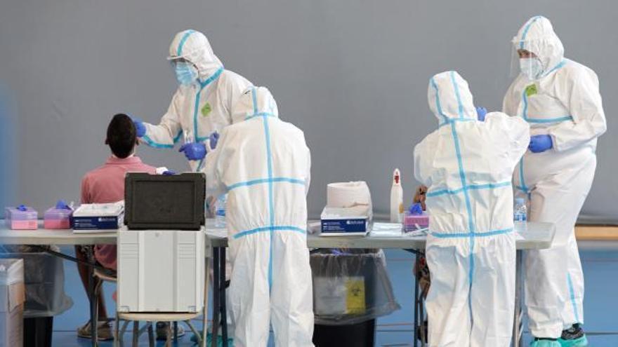 El virus acelera su caída en Cataluña, aunque repuntan los hospitalizados