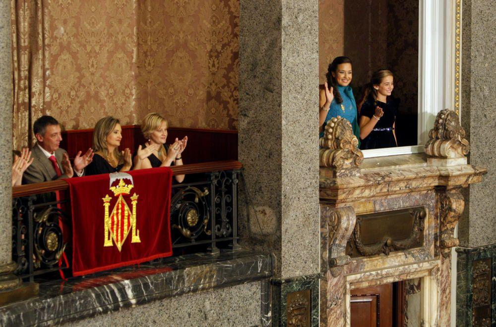 En un palco, los padres de Ariadna. En el otro, de honor, Marta y María reciben el último aplauso.