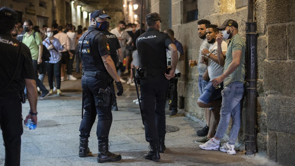 Agentes de la Policía Nacional controlan el ocio nocturno.