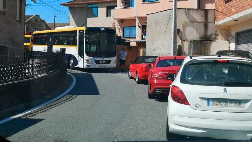Caos de tráfico en Moaña al cortarse la C-550 en Domaio por la caída del alumbrado