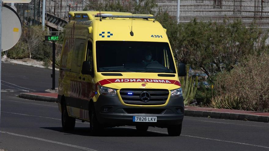 Un motorista herido tras sufrir una colisión con un turismo en Adeje