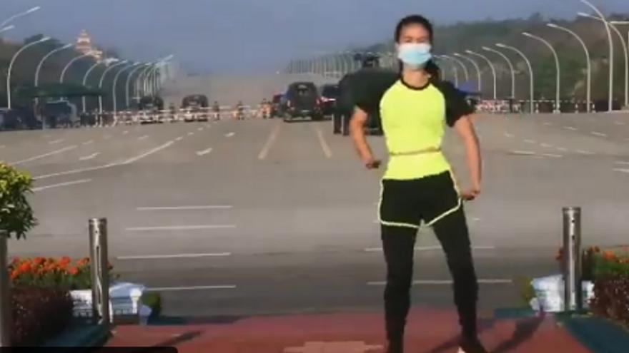 Els millors mems de la professora d'aeròbic que va filmar sense voler l'inici del cop d'Estat a Birmània