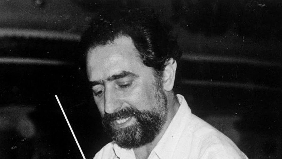 Sabas Calvillo dirige la Orquesta Sinfónica de Galicia, en una imagen tomada en mayo de 1992, mes del debut de la formación musical coruñesa.