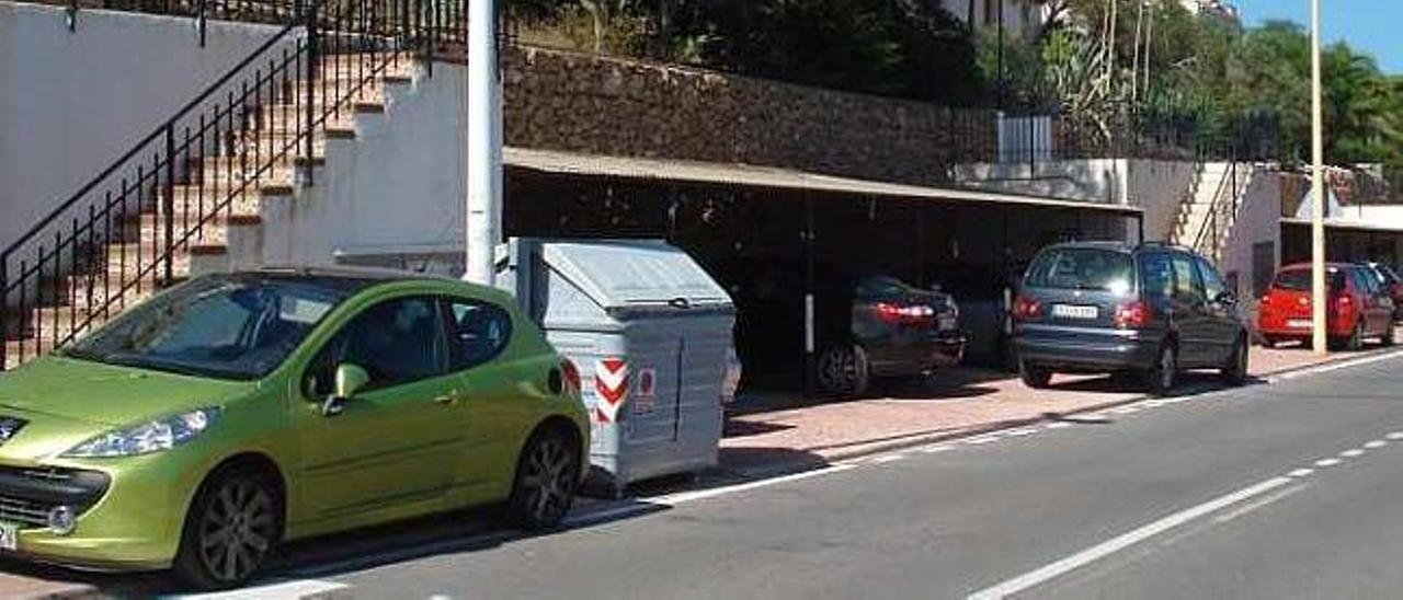 Vecinos de la avenida del Catalanet en Santa Pola piden los dos carriles de sentido único