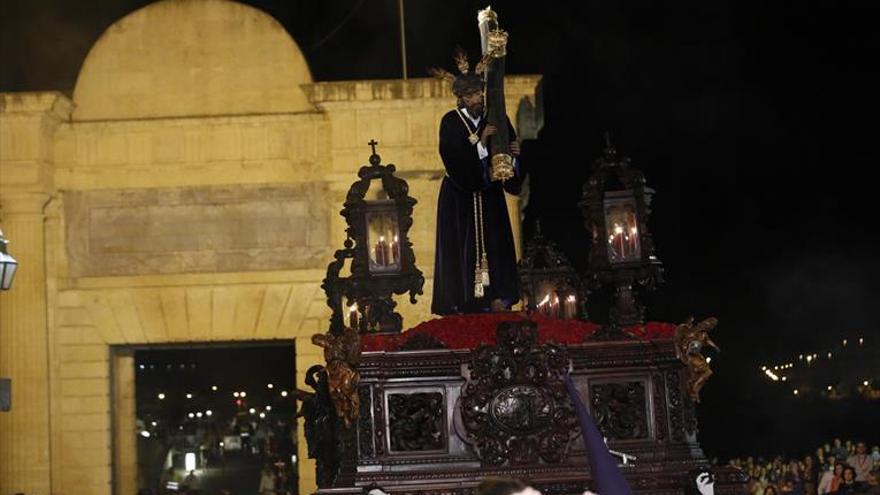 Jesús de la Pasión recupera para su salida la cruz barroca