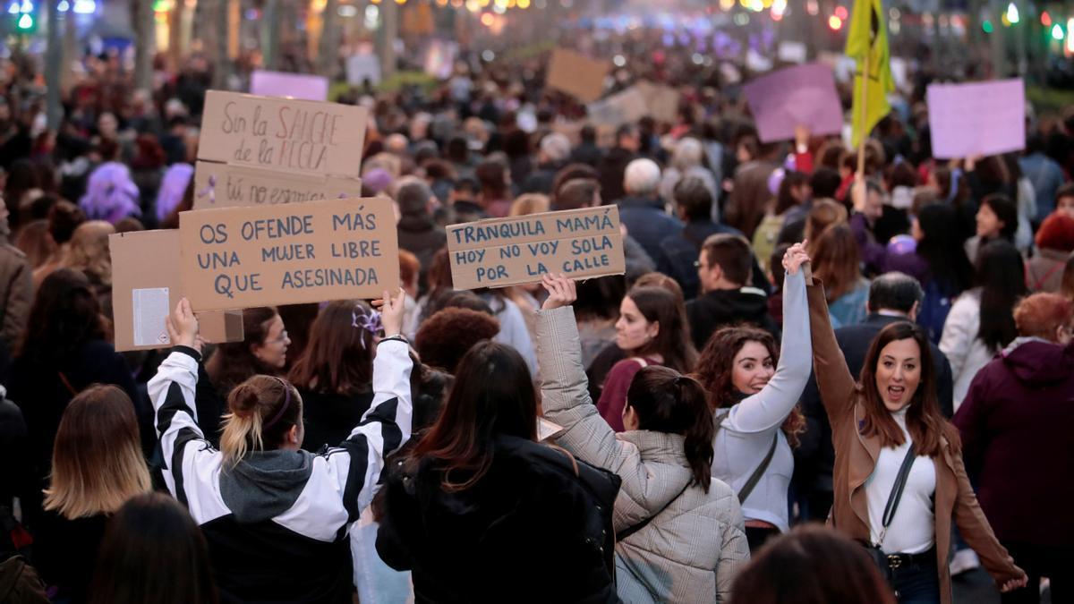 Imagen de archivo de una manifestación por el 8-M.