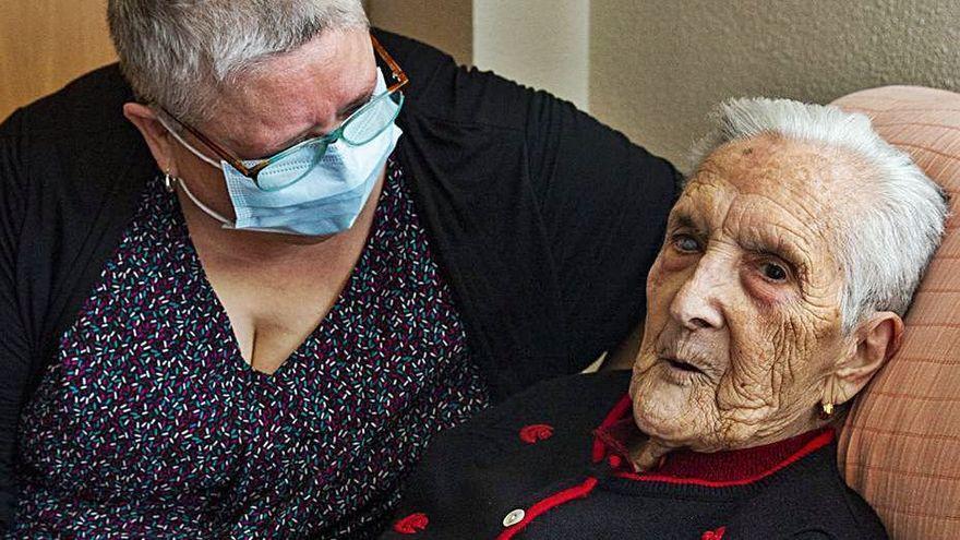 Una mujer de 95 años con asma y problemas pulmonares supera el coronavirus en su casa de Alicante