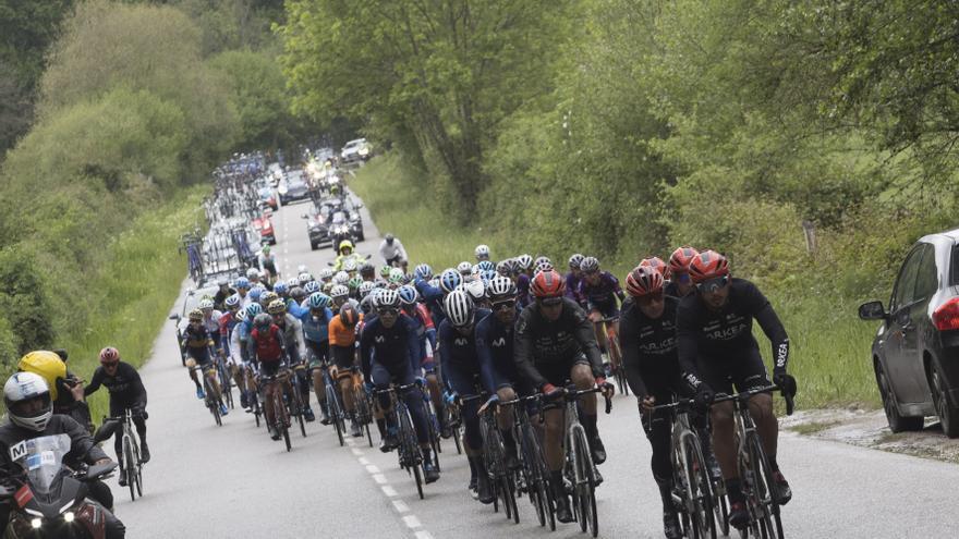 Ciclismo, Vuelta a Asturias: Einer Rubio, de Movistar, y Víctor de la Parte, del Total Direct Energy, en cabeza en la subida a El Acebo