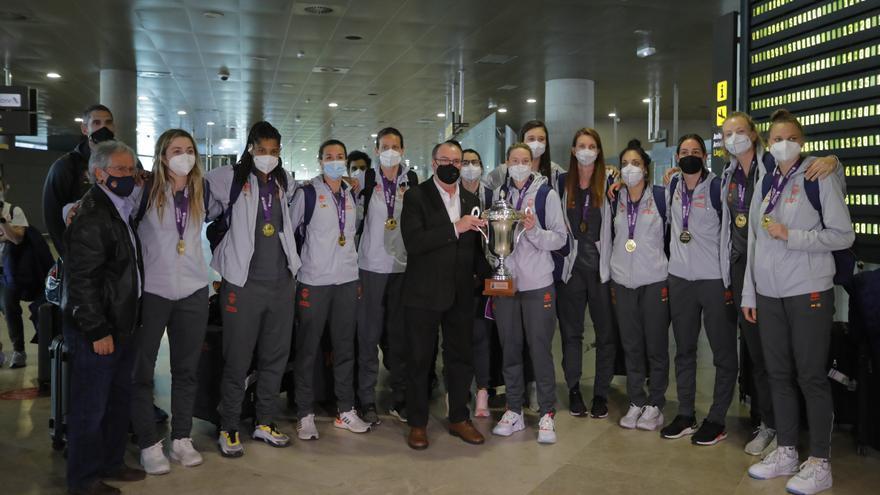 Llegada del Valencia Basket femenino tras ganar la Eurocup Women