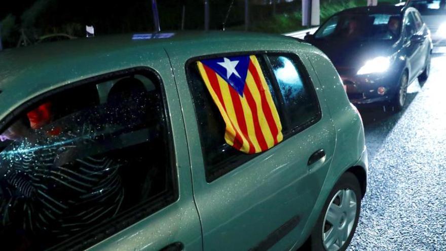 'Tsunami' corta la AP-7 en Girona y la AP-8 en Irún