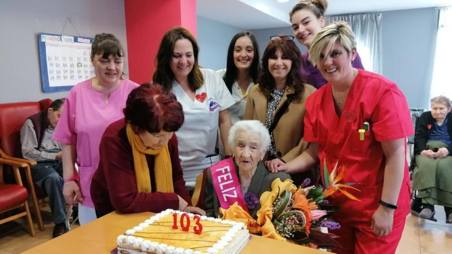 Guillermina Conejo cumple 103 años con canciones, buen humor y el cariño de su familia