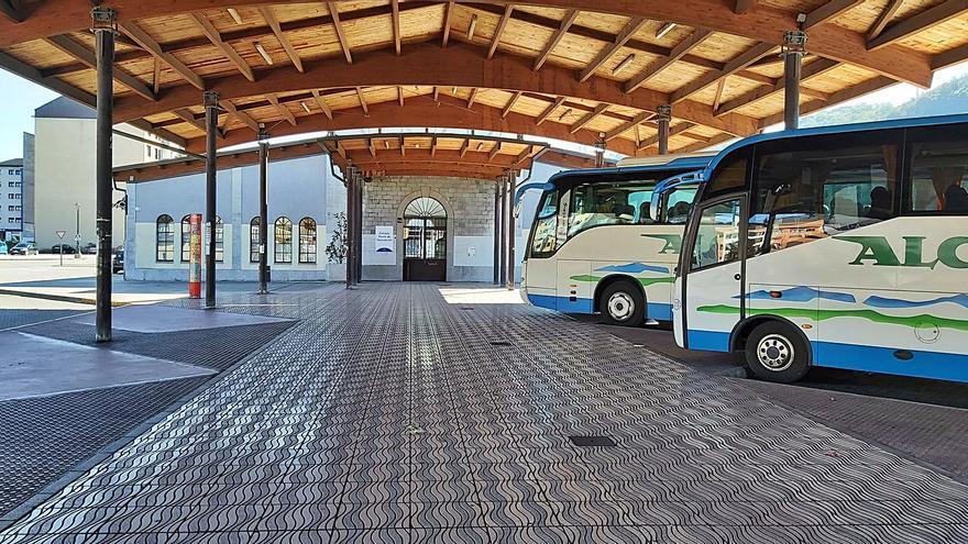Langreo deberá esperar dos meses más para disponer de la estación de autobuses