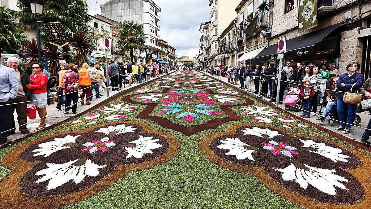Gran alfombra floral en Ponteareas durante la celebración de Corpus del año pasado.