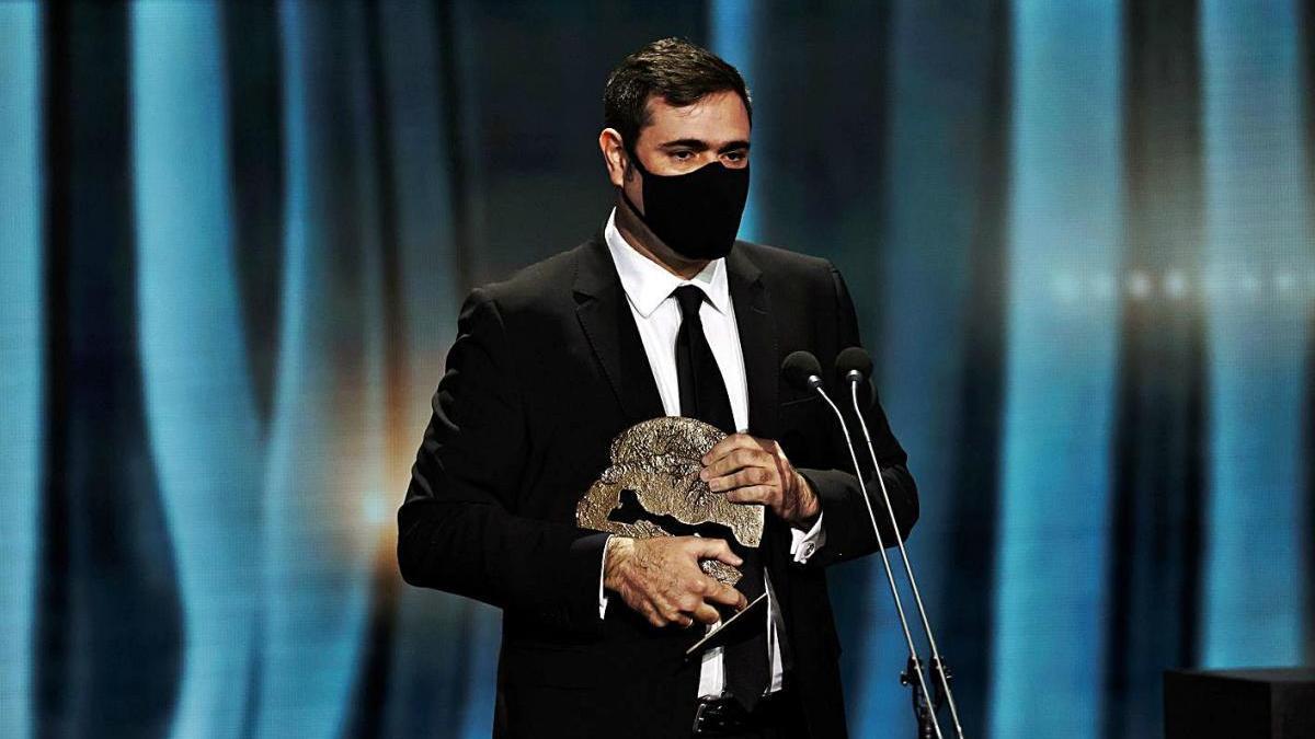 Luis Ferrón, productor de 'El año del descubrimiento', recoge el galardón a mejor documental.