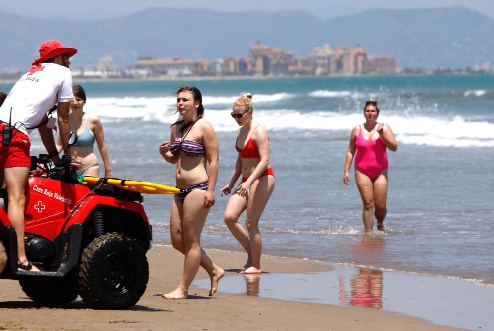 València cierra al baño las playas de la Malva-rosa y el Cabanyal