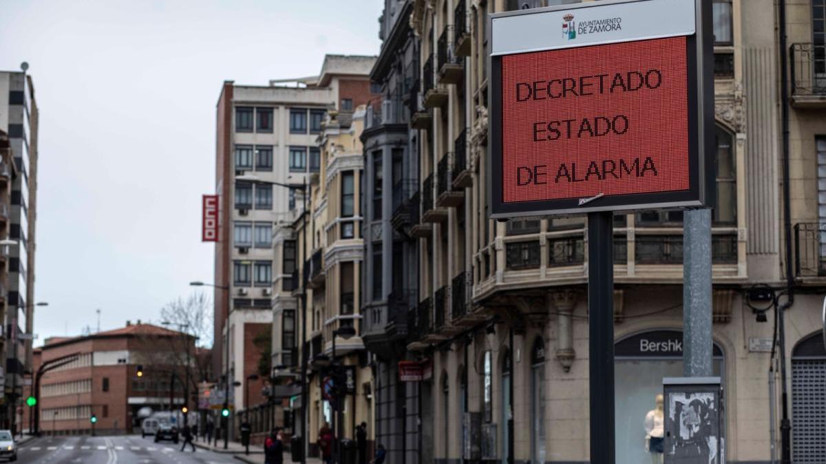 Panel informativo en Zamora sobre el estado de alarma decretado por el coronavirus.