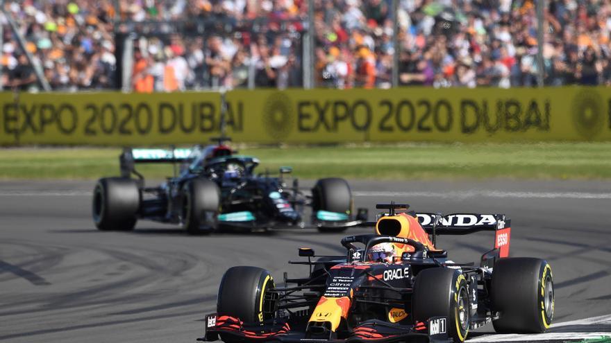 Hamilton guanya a Silverstone després del brutal accident de Verstappen