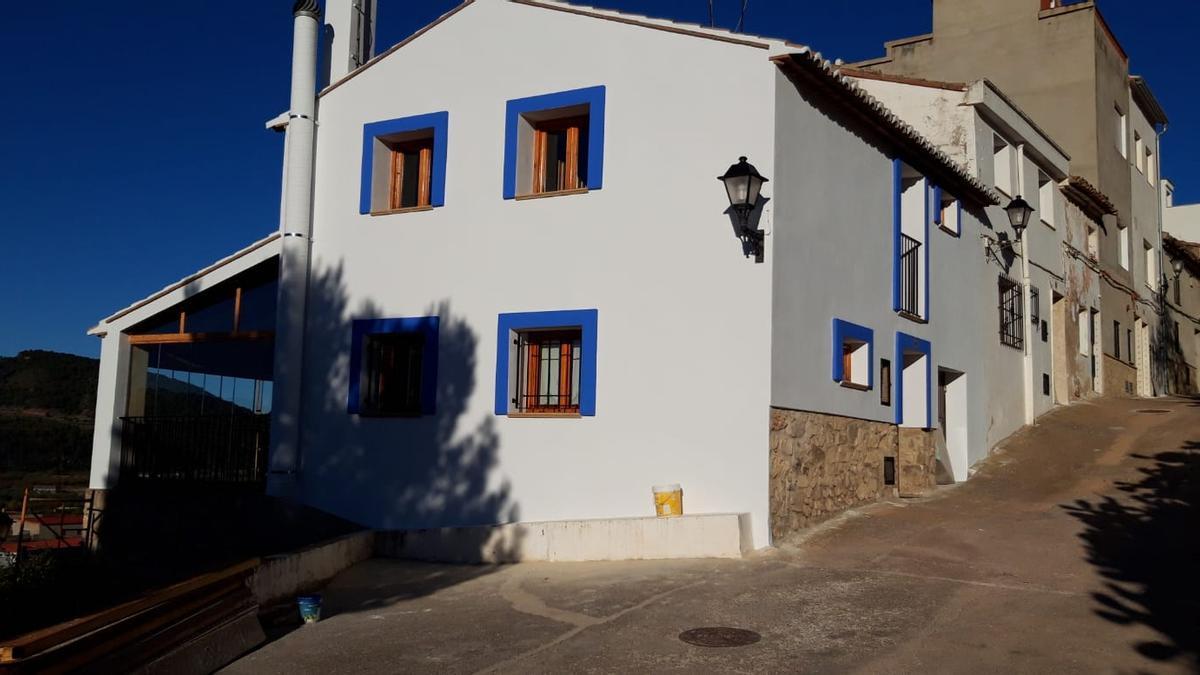 Una de las viviendas que ha vuelto a los colores originales.