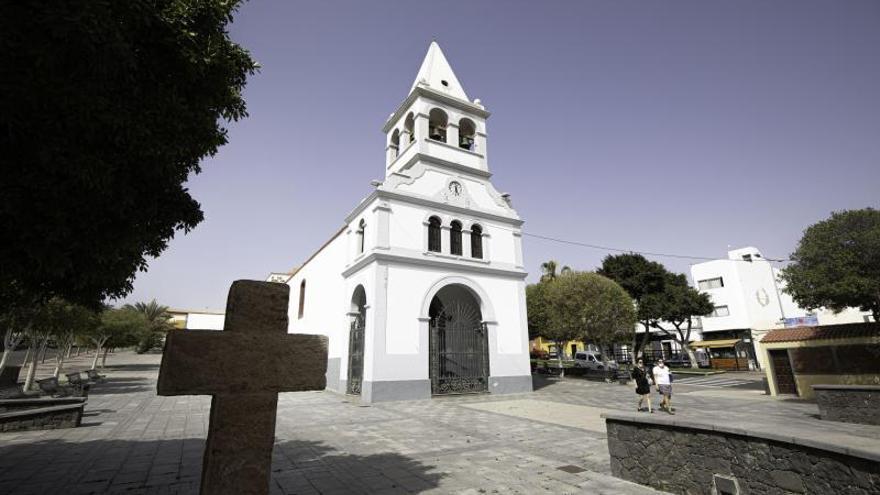 El Ayuntamiento pleiteará contra la Iglesia por registrar la plaza del Rosario