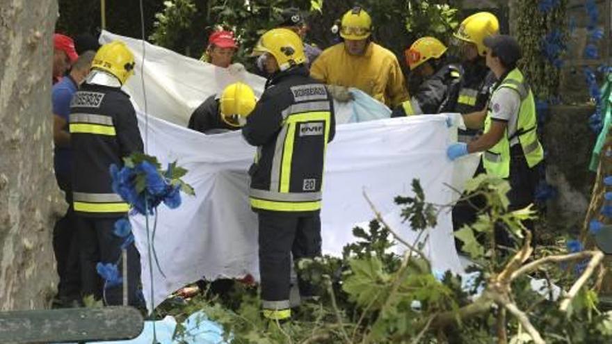 Almenys 12 morts en caure un gran arbre sobre una multitud a Portugal