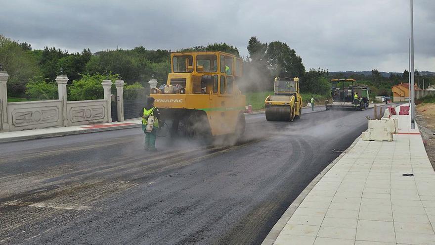 Nuevo asfalto en la obra de la avenida Manuel Fraga
