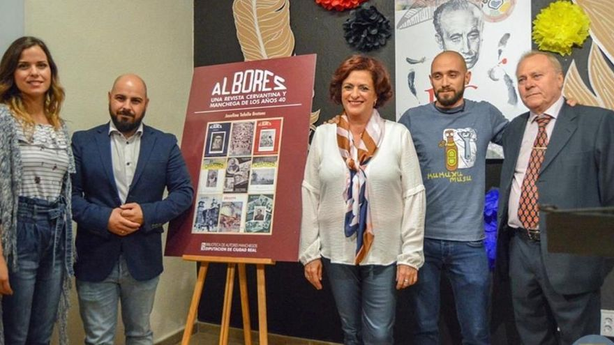Josefina Tafalla sigue los pasos del Quijote en la revista 'Albores'