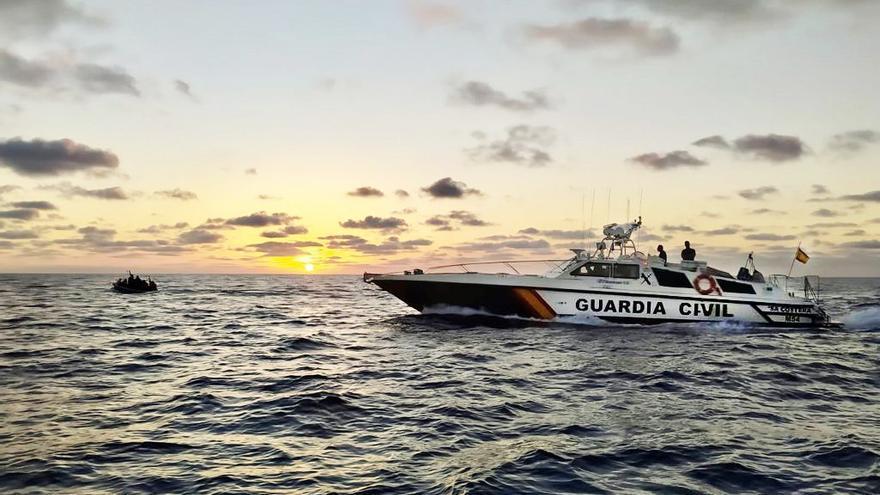Interceptadas dos pateras con 26 migrantes en aguas de Cabrera