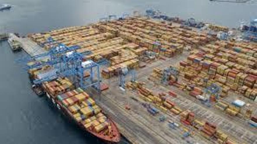 Aumenta el número de contenedores que llegan a Gran Canaria para abastecer a la población