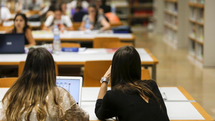 La Generalitat elimina restricciones a las becas salario de los universitarios