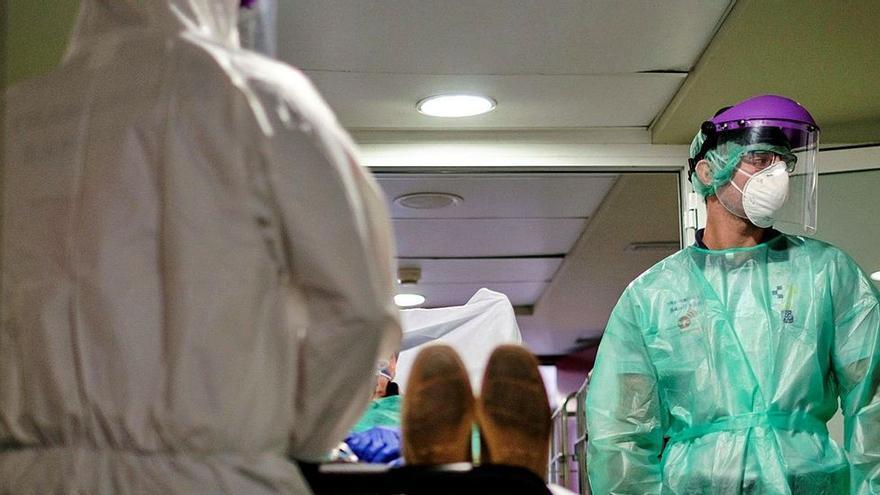 Canarias registra este sábado tres muertes y 261 nuevos contagios de Covid