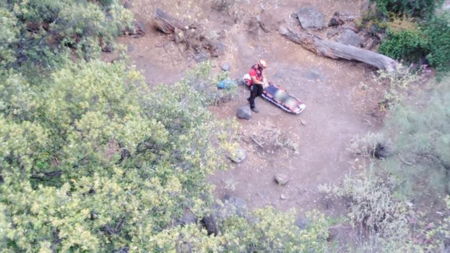 Rescatan en helicóptero a una senderista herida en un barranco en Telde