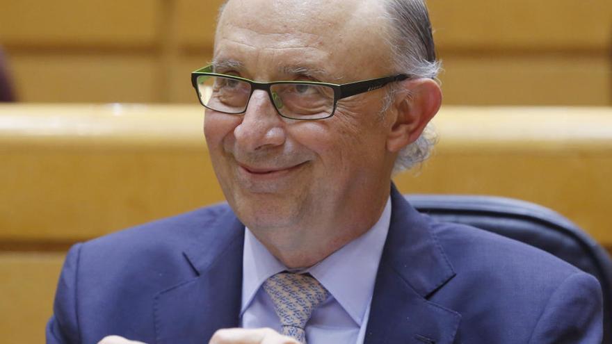El PSOE inicia la reprobación a Montoro por la amnistía fiscal