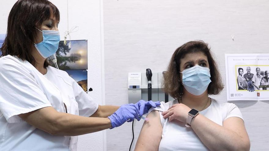 La vacuna de la gripe es segura en personas con Covid