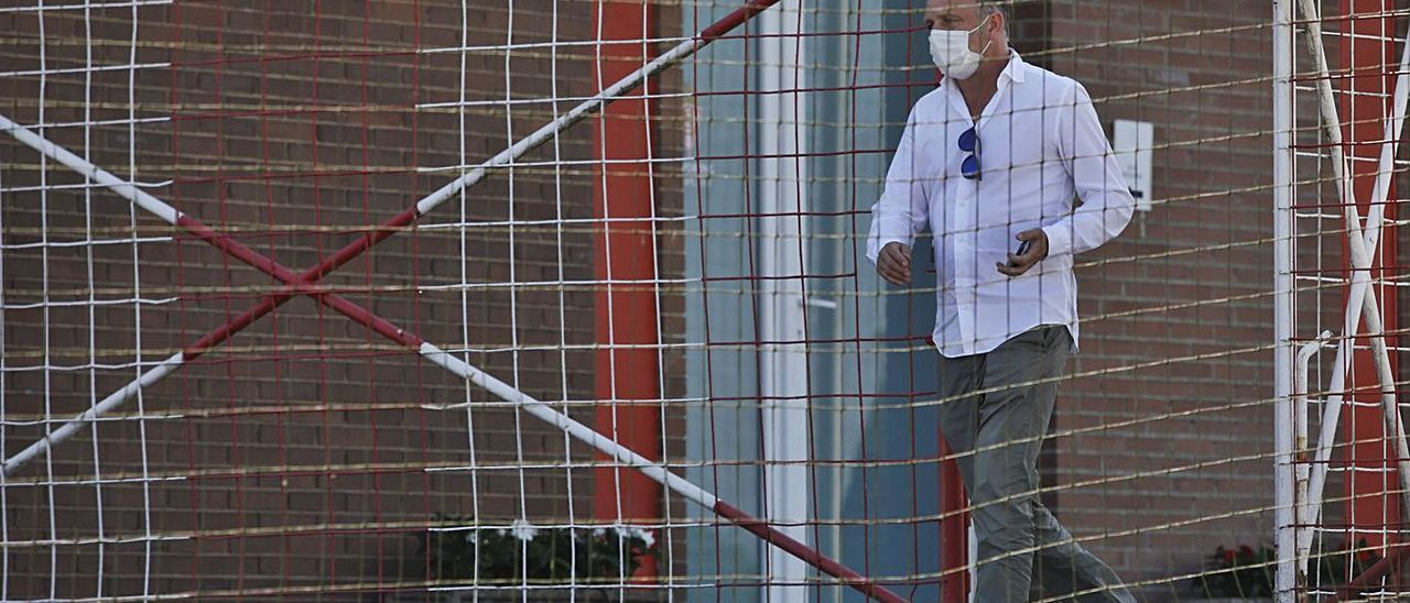 El director deportivo rojiblanco, Javi Rico, en Mareo.   Ángel González