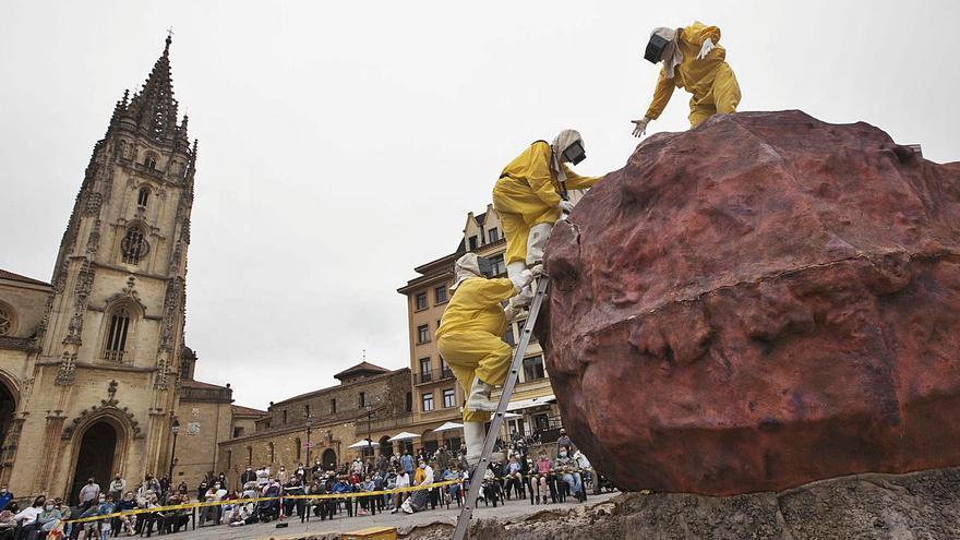 Festival Cafca en Oviedo: las risas llegan en meteorito a la Catedral