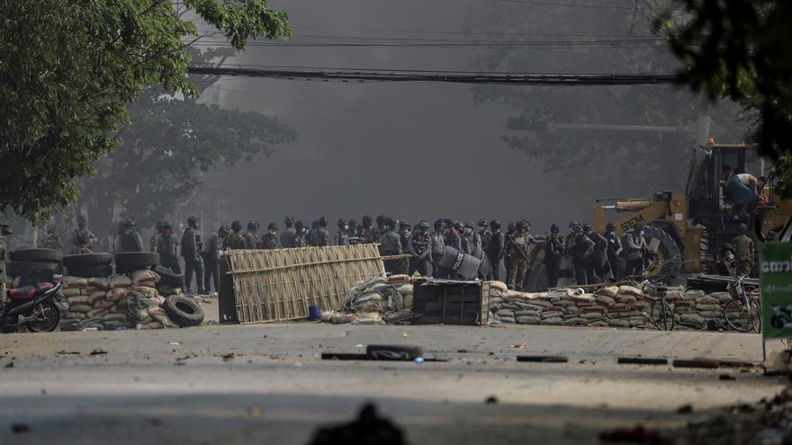 La represión de las protestas se endurece en Birmania causando 38 nuevas muertes