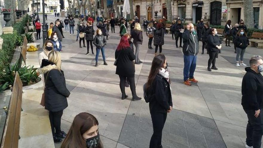 Peluqueros y esteticistas se manifiestan en Palma a pesar de no tener permiso