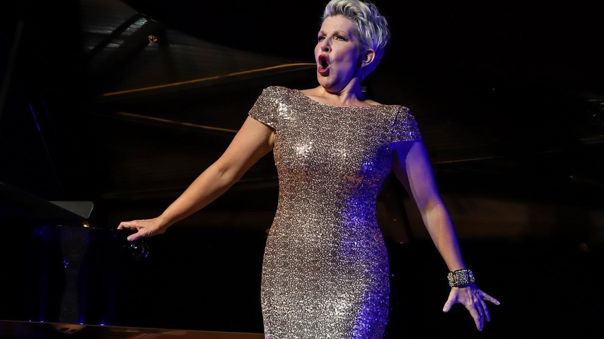 La mezzosoprano Joyce DiDonato omple de lírica l'Espai Ter, en la inauguració del Festival de Torroella.