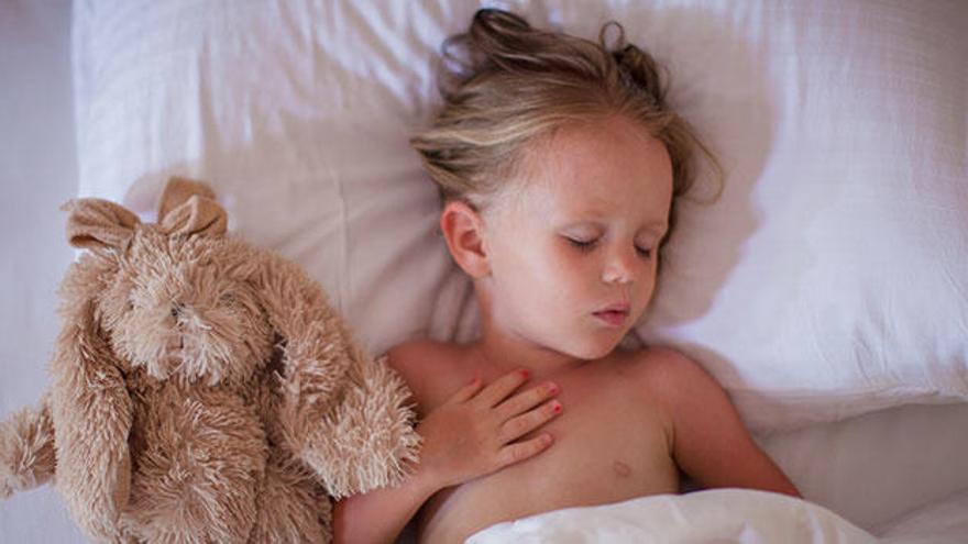 ¿Tu hijo aún se hace pis en la cama? Consulta este decálogo sobre la enuresis nocturna