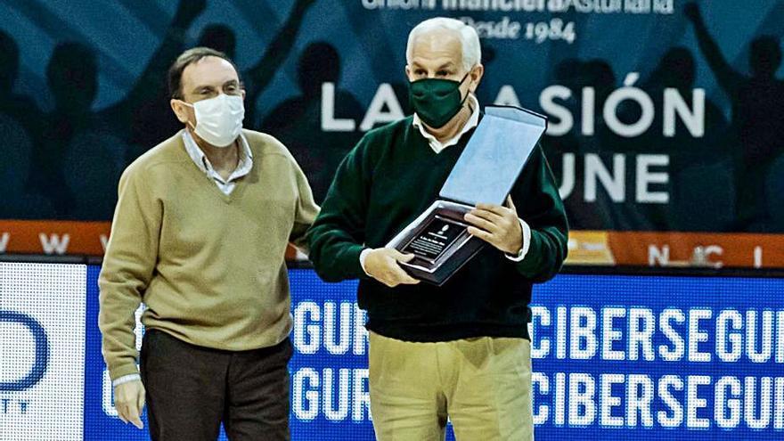 Homenaje del OCB a Juan José Cachero