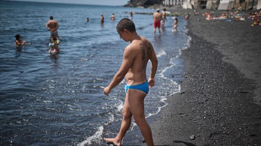 El Ayuntamiento de Candelaria recomienda no bañarse en su litoral y cierra la playa Los Guanches